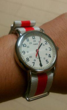 TIMEXの時計のベルトを替えてみた!  ベルトだけでかなりイメージって変わるもんだね〜〜    今回のベルトはチャリティもの  日本の国旗の赤と白と言うことらしいです^^    http://item.rakuten.co.jp/chronoworld/1003-0000501/