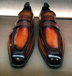 Leather Loafers Dress Shoes for Men - Allen Edmonds - Sapatos Allen Edmonds, Leather Loafer Shoes, Loafers Men, Trendy Shoes, Casual Shoes, Berluti Shoes, Slip On Dress Shoes, Formal Shoes For Men, Dress Loafers