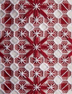 Broderie suisse zoom Hardanger Embroidery, Embroidery Art, Embroidery Stitches, Embroidery Patterns, Cross Stitch Patterns, Ribbon Embroidery, Chicken Scratch Patterns, Chicken Scratch Embroidery, Bordado Tipo Chicken Scratch