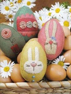 Para quem gosta de trabalhar com feltro, uma linda ideia de ovos, para enfeitar sua páscoa. Beijos... =^.^= Aline Barros =^.^=