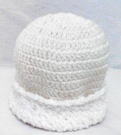Touca de lã em crochê, ... veste muito bem, super quentinha <br>Barra com brilho <br> <br>Aproveite!!