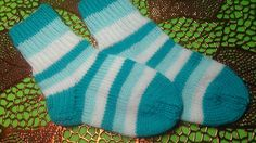 Baby Hats, Knit Crochet, Socks, Knitting, Youtube, Quilts, Tricot, Scrappy Quilts, Breien
