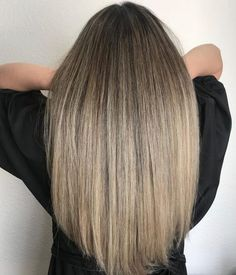 Go in a different direction from the usual way of wearing a balayage. Show off a marvelous color blend with these trendy balayage on straight hair looks! Brown Hair With Blonde Balayage, Balayage Straight Hair, Balayage Brunette, Hair Color Balayage, Hair Highlights, Caramel Highlights, Hair Colour, Short Brown Hair, Short Hair