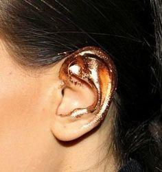 Glitter nas orelhas! Inspiração de make, penteados e unhas brilhantes