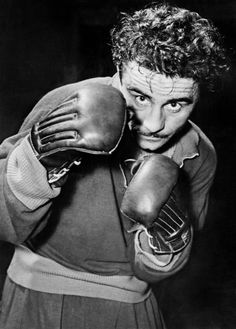 László Papp died in Budapest in - Honors / Papp was inducted into the… Muhhamad Ali, World Boxing Council, Boxing History, Vintage Sportswear, Sport Icon, Boxing News, Hockey Teams, Memes, Martial Arts