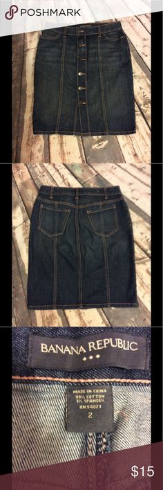 """Banana Republic skirt size 2 Banana Republic skirt size 2 -back slit with pockets & belt loops -6 buttons down the front -approx 14"""" waist-approx 20.5"""" length & approx 18"""" across the bottom-happy to answer questions fast shipper Banana Republic Skirts"""