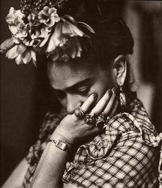 Frida em tons de cinza - muito mais de 50 ! rs