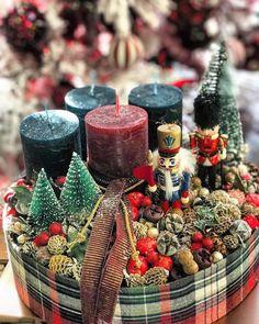 Advent Wreath Candles, Christmas Advent Wreath, Christmas Candle Holders, Christmas Snow Globes, Xmas Wreaths, Nutcracker Christmas, Diy Christmas Gifts, Winter Christmas, Christmas Themes