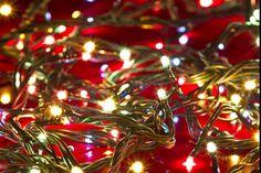 E' arrivato da qualche giorno il mese di dicembre e si avvicina il fatidico periodo del Natale, quindi decorazioni, albero natalizio con tanto di luci… ma a proposito di luci natalizie,…