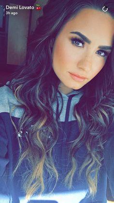 Image about hair in Demi lovato💓😊 by Emily on We Heart It - Demi lovato wallpaper - Demi Lovato Live, Demi Lovato Body, Demi Lovato Makeup, Demi Lovato Hair, Camp Rock, Cuerpo Demi Lovato, Glee, Demi Love, Demi Lovato Pictures