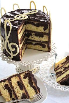 7 Perfect Birthday Cake Recipes - diy Thought Chocolate Marble Cake, Melting White Chocolate, Round Cake Pans, Just Desserts, Amazing Cakes, Eat Cake, Cupcake Cakes, Cake Recipes, Cake Decorating