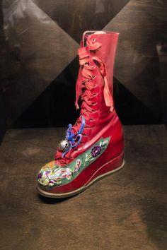 Frida Kahlo clothing exhibition, Ciudad de México. NOTICE WEDGE HEEL, MORE STABLE THAN ANY HEEL