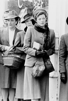 Don't Be So Droopy — Maggie Smith as Joyce Chilvers - A Private. British Actresses, Hollywood Actresses, Old Hollywood, Companion Of Honour, Lady Violet, David Niven, Maggie Smith, Downton Abbey, Good Old