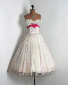 Vintage Prom Dress. Again, perfect big and loud style.:)