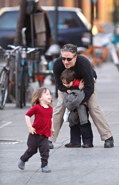 Jon stewart melting my heart with his kids. Happy People, We The People, Pretty People, Beautiful People, Jon Stewart, Funny Boy, The Daily Show, Stephen Colbert, Married Men