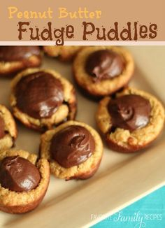 Little peanut butter cookie cups with a fudge center. these peanut butter fudge puddles are such a fun little treat. Your guests will go crazy over them! Chewy Peanut Butter Cookies, Fudge Cookies, Galletas Cookies, Peanut Butter Fudge, Peanut Butter Recipes, Mini Desserts, Cookie Desserts, Just Desserts, Cookie Recipes