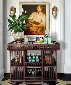 Bar cart styling the British colonial way Tropical Home Decor, Tropical Houses, Tropical Interior, Tropical Colors, Tropical Furniture, Urban Deco, Bandeja Bar, West Indies Style, West Indies Decor