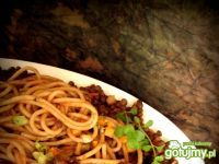 Spaghetti razowe z sosem pomidorowym i soczewicą Spaghetti, Beef, Ethnic Recipes, Food, Meat, Meals, Ox, Yemek, Noodle