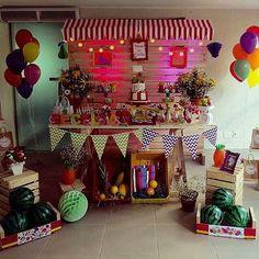 Festa linda e super charmosa com tema Quitandinha, adoro essas barraquinhas como mesa do bolo! Por @encanto_da_naty_  #kikidsparty