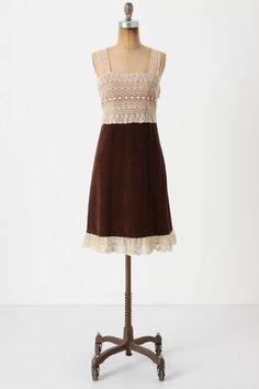 vestido en marrón y encaje  $148