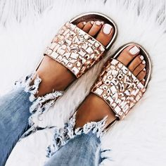 Platform Sandals - Tips To Successfully Owning Many Great Shoes Women's Shoes, Cute Shoes, Me Too Shoes, Shoe Boots, Zara Shoes, Sandals Outfit, Mode Inspiration, Summer Shoes, Ideias Fashion