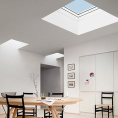 La fenêtre-coupole à toit plat, véritable puits de lumière dans la maison