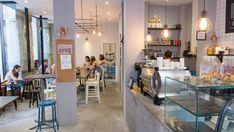 We love the industrial design of this specialty coffee bar in the heart of Malasaña and it is a great spot to get us inspired while getting some work done!