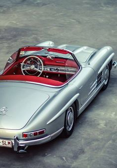Mercedes Benz # Classic, elegant and yet racy! Seen on: dolce-vita-lifest - MERCEDES SL - Cars Mercedes Auto, Mercedes Benz 300 Sl, Mercedes Benz Autos, Classic Sports Cars, Bmw Classic Cars, Classic Mercedes, Bmw Sports Car, Sport Cars, Retro Cars