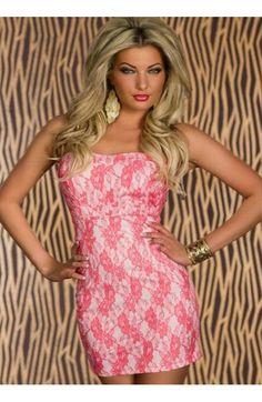 Minivestido  palabara de honor , de color rosa perla en tela de raso no elástico con una capa de blonda floral fucsia cubriendo todo el vestido. Dispone de cremallera trasera para su colocación