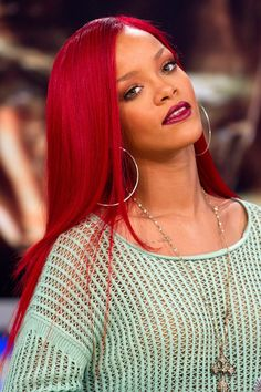 The 25 best and most iconic hairstyles and haircuts of Rihanna today and over the years. Check out our top list and photos of Rihanna hairstyles. Rihanna Hairstyles, Lob Hairstyle, Trending Hairstyles, Black Women Hairstyles, Shades Of Red Hair, Bright Red Hair, Red Hair Color, Rihanna Red Hair, Rihanna Style