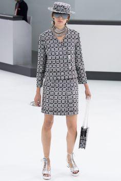 Chanel коллекция | Коллекции весна-лето 2016 | Париж | VOGUE