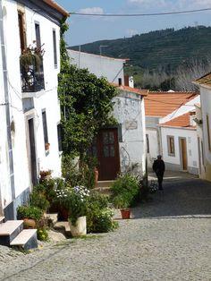 Side street Aljezur, Algarve_ Portugal