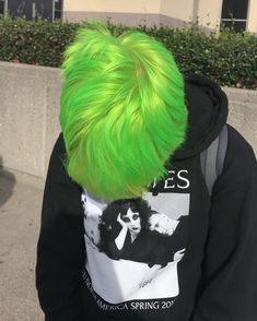 "@emilydimly ""this photo was too good not to post""  #arcticfoxhaircolor #neonmoon #irisgreen #limegreenhair #greenhair #colorfulhair #shorthair"