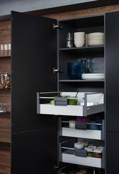 Rangements pratiques avec les cuisines design EWE Bathroom Medicine Cabinet, Storage, Modern