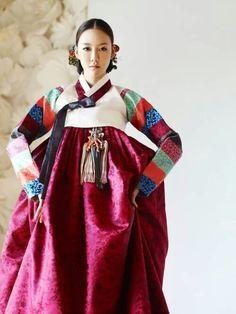Lee-Sung Hye in hanbok
