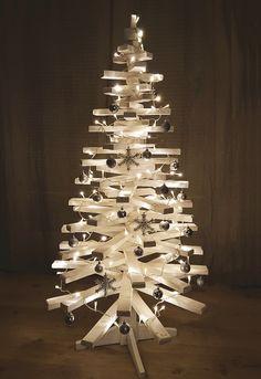 Juletre laget av pinner eller staver om du vil. Materialet er ekte gran.  #jul #juletre #christmastree #christmas Barn, Christmas Tree, Teal Christmas Tree, Converted Barn, Xmas Trees, Christmas Trees, Barns, Shed, Xmas Tree