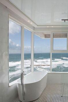 Beach House :: Holiday Home Decor + Design Inspiration :: Beachside Hideaway :: @buddyscrub