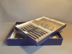 Catawiki Online-Auktionshaus: Besteckkassete mit 84-teiligem Besteck für 12 Personen - Mitte des 20ten Jahrhunderts