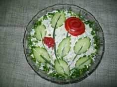 Potato salad decoration of cucumber ovals, halved & nicked, with green onion stems & tomato roses Food Design, Cute Food, Good Food, Vegetable Carving, Food Garnishes, Garnishing, Food Platters, Cooking Recipes, Healthy Recipes