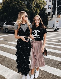 I would wear both outfits 👠 Stylish outfit ideas for women who love fashion! Street Style Outfits, Looks Street Style, Looks Style, Street Style 2018, Street Chic, Fashion Week, Look Fashion, Cheap Fashion, Unique Fashion