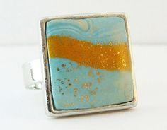 Bague Fimo Cernit bleu ciel, beige/doré et feuille de métal doré : Bague par commeilvousplaira