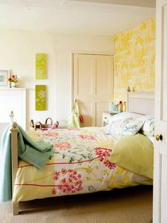 5 decorating ideas for bedrooms | bright walls, duvet and feminine