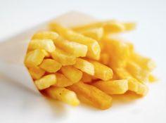 Goudgele frietjes, een heerlijke lekkernij in combinatie met een lekkere portie mosselen en wat mayonnaise!
