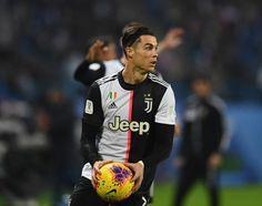 🔹CR7🔹 Cristiano Ronaldo Shirtless, Cristino Ronaldo, Handsome Arab Men, Trend News, Football Soccer, Manchester, Jeep, Champion, Bomber Jacket