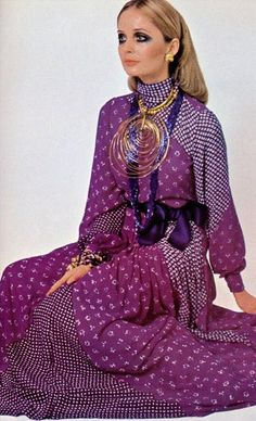 late early era purple white long gown dress evening party graphic print dots floral model magazine large statement gold jewelry necklace British Vogue A Part of the Rest Vintage Inspiration Sixties Fashion, Retro Fashion, Vintage Fashion, Womens Fashion, High Fashion, Christian Dior, Mode Vintage, Vintage Vogue, Vintage Ysl