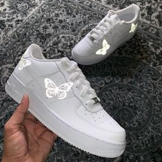 Limited HD Reflective Butterfly Air Force 1 Related posts:Original Blue Nike Air ShoesDamenloaferHow To Crochet Cute And Easy Baby Booties/ Baby Sneakers Tenis Nike Air, Nike Af1, Moda Sneakers, Shoes Sneakers, Women's Shoes, Shoes Style, Shoes Jordans, Yeezy Shoes, Platform Shoes