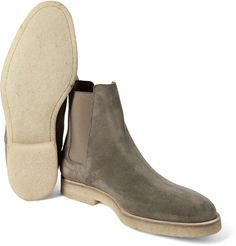 Common Projects' grey Chelsea boots are a study in understated cool. Crafted in Italy from soft suede, they're designed with tapered toes and elasticated side panels for the most comfortable fit. The gold serial numbers are a sleek label signature and the sturdy rubber-crepe soles optimise traction.