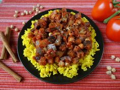 Bakłażany zciecierzycą, odpowiednio doprawionym sosem pomidorowym iryżem topotrawa, któraswoim smakiem izapachem przywołuje wspomnienie lata orazpozwala zmysłami przenieść się doodległych Indii wypełnionych aromatem korzennych przypraw. Przepis powstał całkiem spontanicznie, bo akurat nazakupach wmojełapki trafiły bakłażany, więcnaszybko...