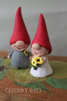 Gnome Cake Toppers - Custom Colors - Red and Yellow Wedding Cake Topper Mehr Polymer Clay Figures, Fondant Figures, Polymer Clay Projects, Polymer Clay Creations, Diy Clay, Clay Christmas Decorations, Christmas Crafts, Clay Fairies, Cute Clay
