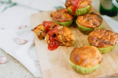 Saftige Pizza Muffins mit Salami, Mais und Tomate * perfektes herzhaftes Fingerfood für jede Party *